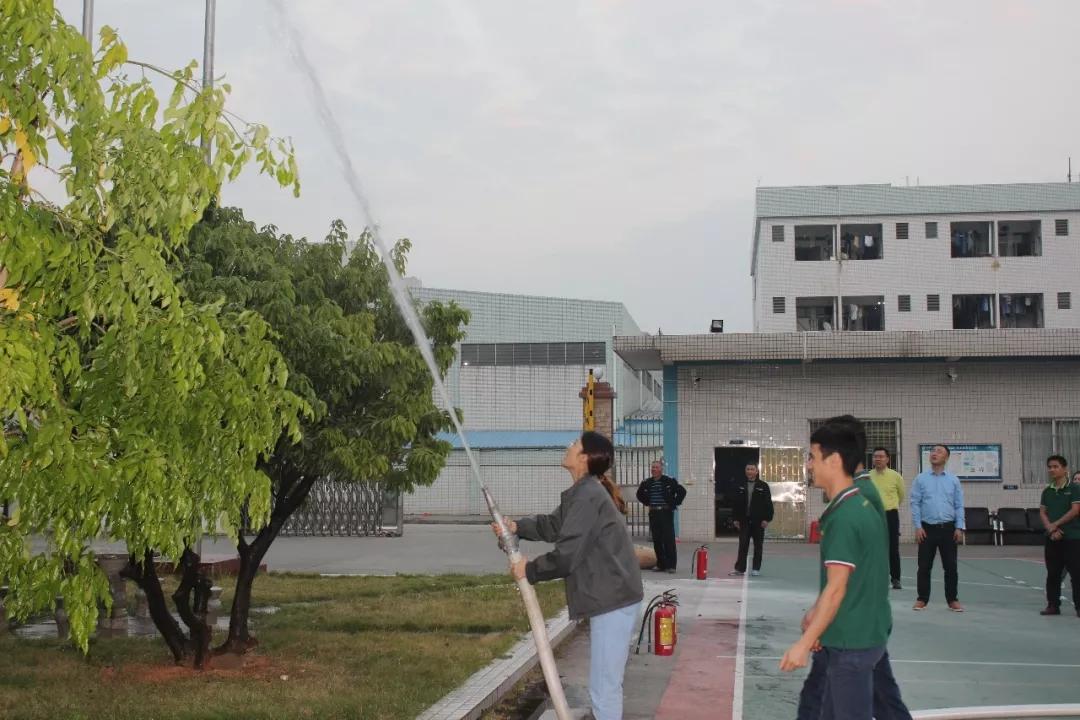 2018年安全消防演习 (10)
